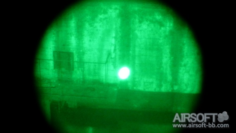 sistema eLLM01 de Element REVIEW con nuestro NVG Ellm-01-element-fotos-night-vision-nvg-IR-largo-012