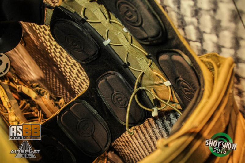 Review: Chaleco plate carrier crye multicam de Rothco Shotshow2015-167