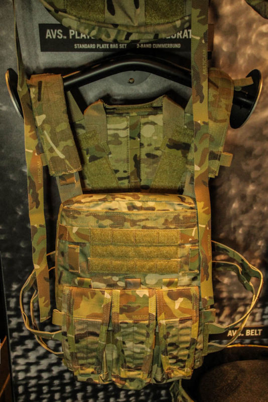 Review: Chaleco plate carrier crye multicam de Rothco Shotshow2015-169