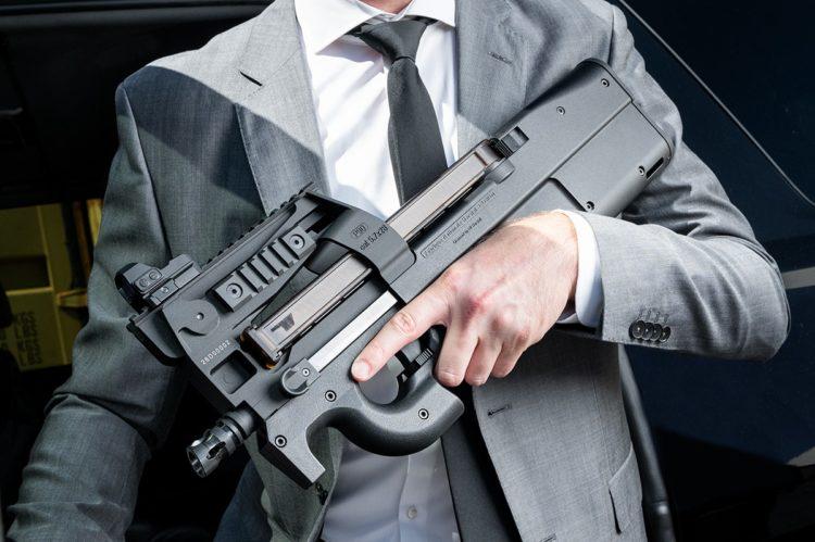 Lanzamiento de la FN P90 AEG - EMG/Cybergun & Krytac